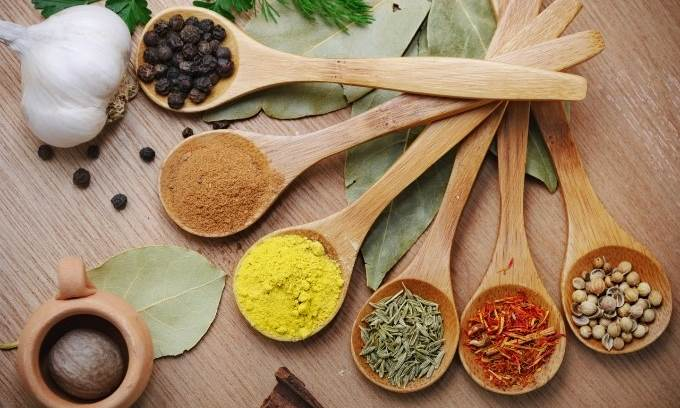 9 Herbs and Spices With Proven Health Benefits